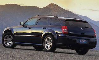 Tire, Wheel, Motor vehicle, Automotive tire, Automotive design, Mountainous landforms, Vehicle, Automotive exterior, Automotive tail & brake light, Rim,