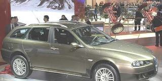 Tire, Wheel, Mode of transport, Vehicle, Land vehicle, Automotive tire, Transport, Alloy wheel, Car, Rim,