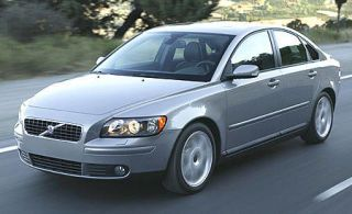 Motor vehicle, Tire, Vehicle, Transport, Automotive mirror, Hood, Land vehicle, Headlamp, Glass, Automotive lighting,