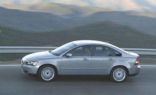 Tire, Wheel, Mode of transport, Automotive design, Vehicle, Alloy wheel, Rim, Transport, Car, Automotive wheel system,