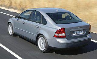 Tire, Mode of transport, Vehicle, Alloy wheel, Land vehicle, Car, Transport, Infrastructure, Automotive design, Rim,
