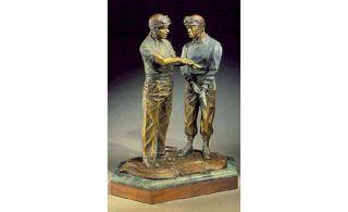 Sculpture, Standing, Bronze sculpture, Statue, History, Monument, Carving, Memorial, Figurine, Ancient history,