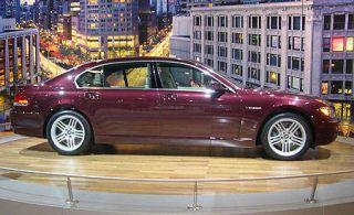 Tire, Wheel, Mode of transport, Vehicle, Alloy wheel, Automotive tire, Spoke, Rim, Car, Automotive wheel system,