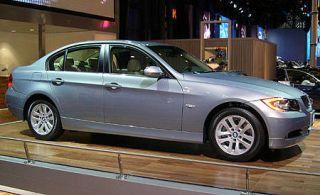 Tire, Wheel, Vehicle, Spoke, Alloy wheel, Rim, Car, Luxury vehicle, Full-size car, Fender,