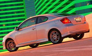 Tire, Wheel, Mode of transport, Automotive design, Vehicle, Land vehicle, Car, Alloy wheel, Rim, Automotive tail & brake light,