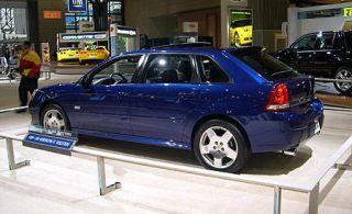 Tire, Wheel, Mode of transport, Vehicle, Land vehicle, Car, Automotive parking light, Alloy wheel, Rim, Automotive lighting,