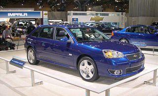 Tire, Motor vehicle, Wheel, Mode of transport, Land vehicle, Vehicle, Transport, Automotive parking light, Car, Rim,