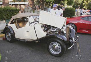 Tire, Wheel, Mode of transport, Vehicle, Land vehicle, Automotive design, Car, Photograph, Fender, Classic car,