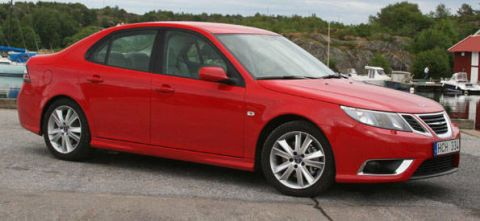 Tire, Wheel, Mode of transport, Daytime, Vehicle, Alloy wheel, Rim, Car, Red, Automotive design,