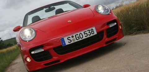 Motor vehicle, Mode of transport, Automotive design, Vehicle registration plate, Vehicle, Land vehicle, Transport, Car, Hood, Red,