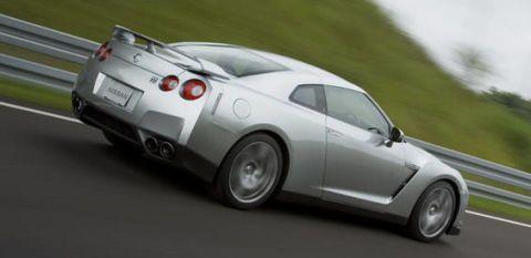 Tire, Wheel, Motor vehicle, Automotive design, Mode of transport, Vehicle, Alloy wheel, Land vehicle, Rim, Automotive tire,