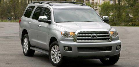 Motor vehicle, Wheel, Tire, Automotive mirror, Mode of transport, Vehicle, Daytime, Transport, Land vehicle, Product,