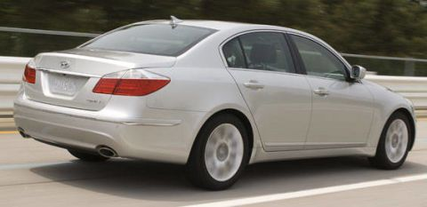 Tire, Wheel, Mode of transport, Automotive design, Vehicle, Alloy wheel, Automotive tire, Land vehicle, Automotive lighting, Rim,