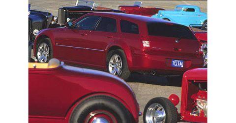Tire, Motor vehicle, Wheel, Automotive design, Vehicle, Land vehicle, Automotive tire, Automotive tail & brake light, Automotive exterior, Car,