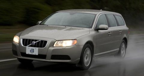 Motor vehicle, Tire, Automotive mirror, Mode of transport, Vehicle, Daytime, Transport, Natural environment, Land vehicle, Glass,