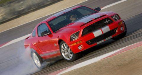 Tire, Automotive design, Vehicle, Land vehicle, Hood, Headlamp, Transport, Car, Automotive exterior, Grille,