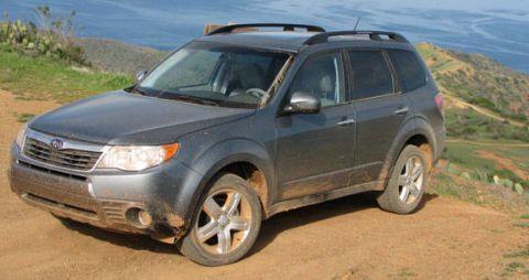 Tire, Wheel, Automotive tire, Vehicle, Natural environment, Land vehicle, Automotive mirror, Rim, Glass, Car,