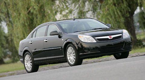 Tire, Wheel, Automotive mirror, Automotive design, Vehicle, Automotive tire, Land vehicle, Glass, Automotive lighting, Rim,