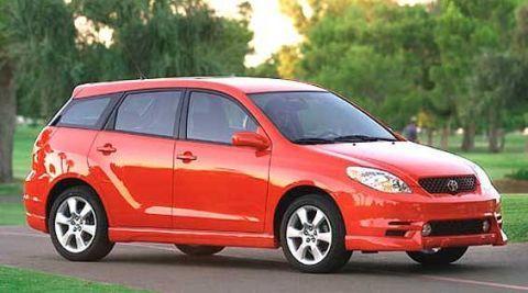 Tire, Motor vehicle, Wheel, Automotive mirror, Mode of transport, Automotive design, Vehicle, Glass, Red, Car,