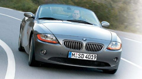 Motor vehicle, Mode of transport, Automotive design, Vehicle, Land vehicle, Automotive mirror, Transport, Infrastructure, Hood, Car,