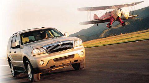 Motor vehicle, Tire, Mode of transport, Automotive design, Automotive tire, Airplane, Automotive exterior, Vehicle, Hood, Automotive lighting,
