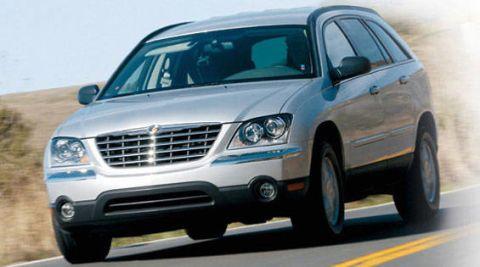 Motor vehicle, Automotive mirror, Mode of transport, Vehicle, Daytime, Automotive tire, Transport, Automotive lighting, Land vehicle, Glass,