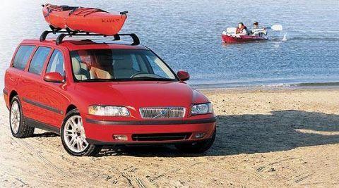 Motor vehicle, Mode of transport, Transport, Automotive design, Vehicle, Watercraft, Red, Car, Landscape, Automotive tire,
