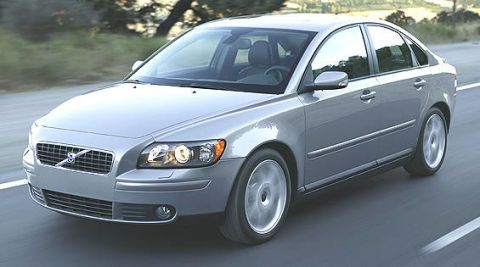 Tire, Motor vehicle, Wheel, Automotive design, Vehicle, Daytime, Automotive mirror, Land vehicle, Glass, Automotive tire,