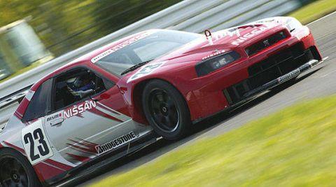 Tire, Wheel, Automotive design, Vehicle, Car, Motorsport, Performance car, Sports car, Hood, Fender,