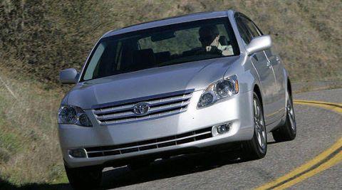 Motor vehicle, Mode of transport, Automotive design, Daytime, Automotive mirror, Vehicle, Automotive lighting, Land vehicle, Headlamp, Transport,