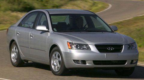 Tire, Vehicle, Daytime, Glass, Automotive mirror, Rim, Infrastructure, Hood, Automotive lighting, Car,