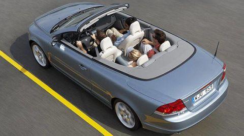 Tire, Wheel, Mode of transport, Automotive design, Vehicle, Land vehicle, Automotive parking light, Car, Transport, Vehicle door,