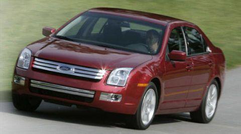 Tire, Wheel, Motor vehicle, Automotive design, Automotive mirror, Mode of transport, Vehicle, Land vehicle, Transport, Automotive lighting,