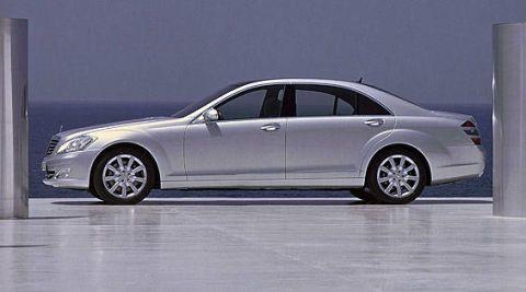 Tire, Wheel, Vehicle, Automotive design, Land vehicle, Rim, Alloy wheel, Spoke, Car, Automotive tire,