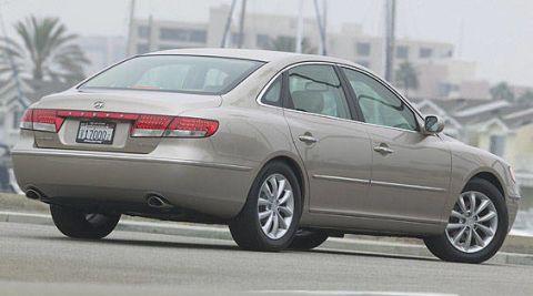 Tire, Wheel, Mode of transport, Automotive design, Automotive tire, Vehicle, Transport, Land vehicle, Alloy wheel, Spoke,