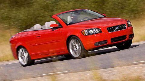 Tire, Automotive design, Vehicle, Land vehicle, Car, Hood, Red, Automotive mirror, Grille, Personal luxury car,