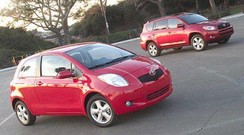 Tire, Wheel, Motor vehicle, Automotive mirror, Mode of transport, Automotive design, Vehicle, Automotive tire, Automotive wheel system, Land vehicle,