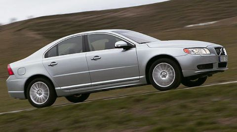 Tire, Wheel, Vehicle, Automotive design, Automotive tire, Land vehicle, Alloy wheel, Rim, Automotive mirror, Car,