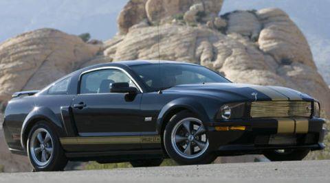 Tire, Wheel, Motor vehicle, Automotive design, Automotive tire, Vehicle, Land vehicle, Hood, Transport, Rim,