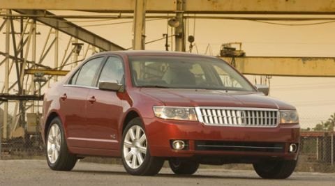 Tire, Motor vehicle, Wheel, Automotive mirror, Automotive tire, Mode of transport, Daytime, Vehicle, Automotive lighting, Transport,