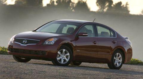 Tire, Wheel, Motor vehicle, Automotive mirror, Mode of transport, Automotive design, Vehicle, Automotive tire, Glass, Land vehicle,