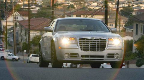 Motor vehicle, Tire, Mode of transport, Automotive design, Transport, Vehicle, Land vehicle, Automotive lighting, Automotive parking light, Grille,