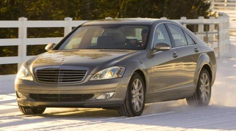 Tire, Wheel, Vehicle, Automotive design, Land vehicle, Headlamp, Hood, Car, Grille, Automotive lighting,