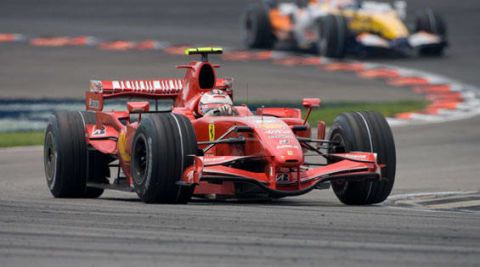 Tire, Wheel, Automotive tire, Automotive design, Open-wheel car, Mode of transport, Formula one tyres, Automotive wheel system, Motorsport, Race track,