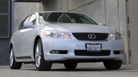 Motor vehicle, Automotive mirror, Mode of transport, Glass, Vehicle, Automotive lighting, Land vehicle, Automotive exterior, Automotive parking light, Headlamp,