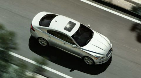 Motor vehicle, Mode of transport, Automotive design, Vehicle, Automotive mirror, Road, Land vehicle, Automotive lighting, Automotive parking light, Automotive exterior,