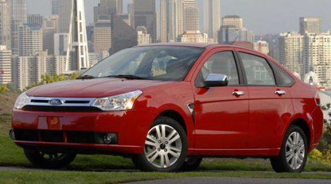 Tire, Wheel, Motor vehicle, Automotive mirror, Mode of transport, Daytime, Vehicle, Tower block, Transport, Alloy wheel,