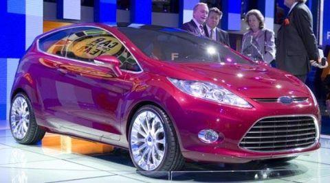 Tire, Motor vehicle, Wheel, Mode of transport, Automotive design, Vehicle, Car, Headlamp, Hatchback, Automotive tire,