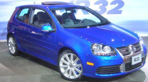 Motor vehicle, Tire, Wheel, Blue, Automotive design, Daytime, Vehicle, Land vehicle, Rim, Car,