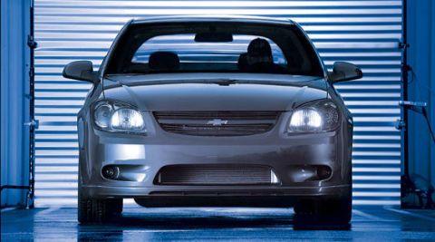 Automotive mirror, Automotive design, Daytime, Vehicle, Land vehicle, Automotive lighting, Glass, Grille, Headlamp, Car,